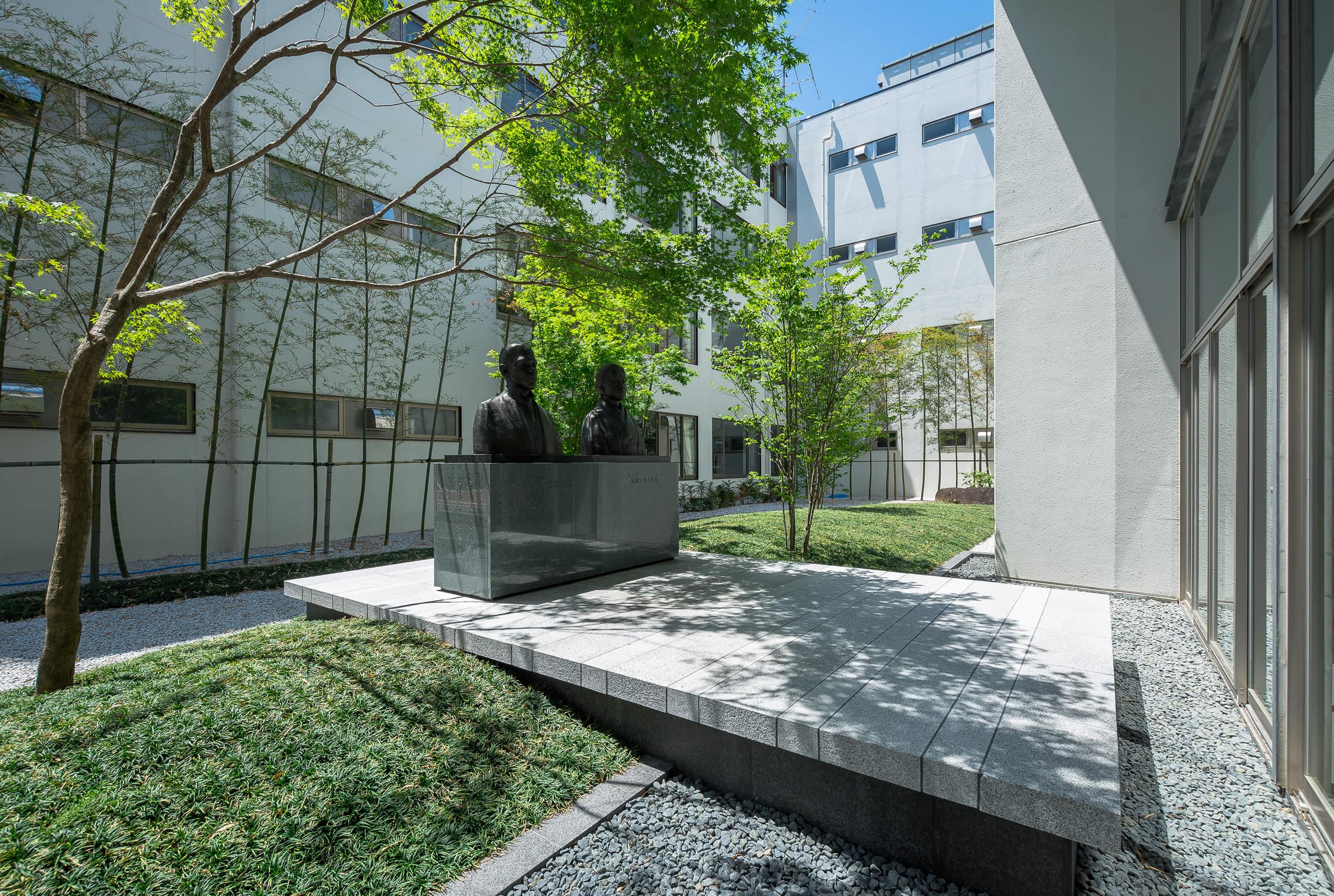 奈良育英学園中庭
